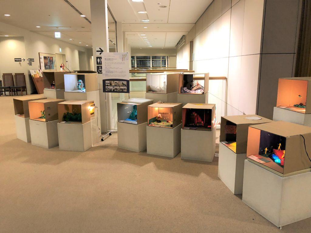 モー・ジアチンによるワークショップで制作されたミニチュアの舞台装置